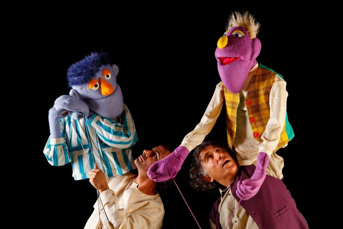 How to Perform with Puppets